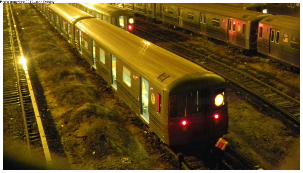(223k, 1044x596)<br><b>Country:</b> United States<br><b>City:</b> New York<br><b>System:</b> New York City Transit<br><b>Location:</b> Concourse Yard<br><b>Car:</b> R-68 (Westinghouse-Amrail, 1986-1988)  2600 <br><b>Photo by:</b> John Dooley<br><b>Date:</b> 10/28/2010<br><b>Viewed (this week/total):</b> 0 / 918