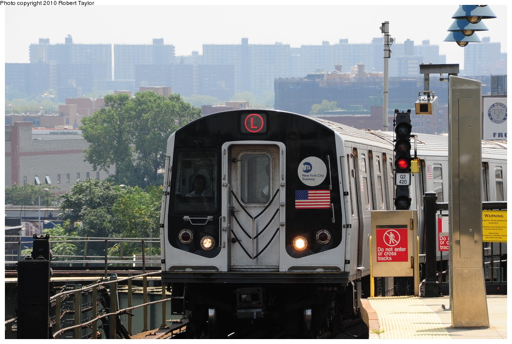 (251k, 1044x701)<br><b>Country:</b> United States<br><b>City:</b> New York<br><b>System:</b> New York City Transit<br><b>Line:</b> BMT Canarsie Line<br><b>Location:</b> Broadway Junction <br><b>Route:</b> L<br><b>Car:</b> R-143 (Kawasaki, 2001-2002)  <br><b>Photo by:</b> Robert Taylor<br><b>Date:</b> 8/4/2009<br><b>Viewed (this week/total):</b> 1 / 1037