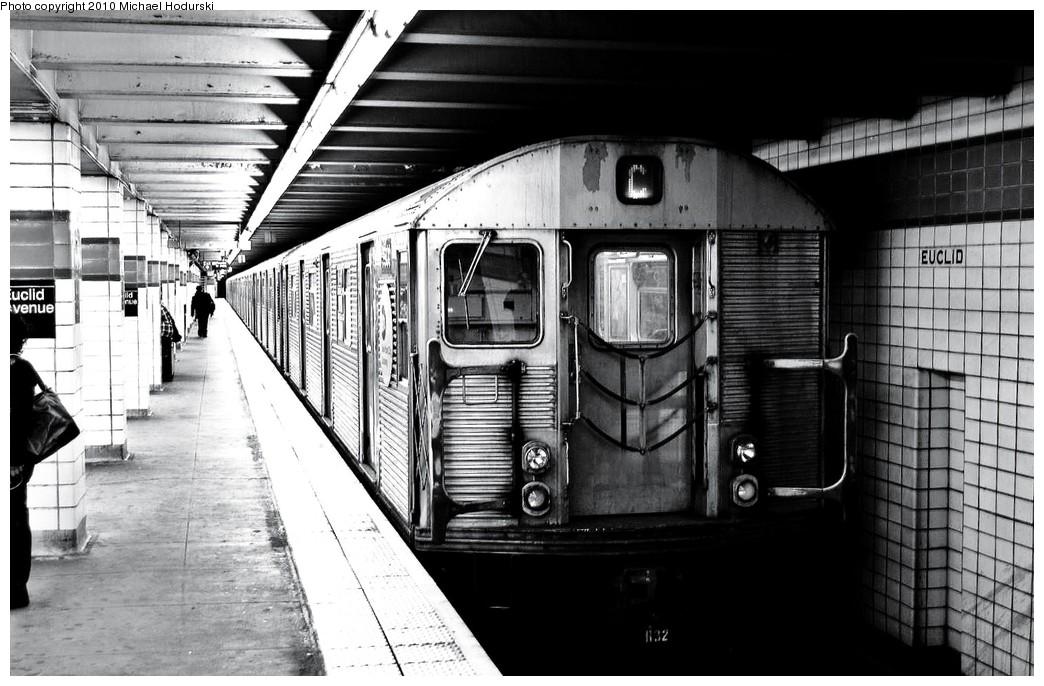 (232k, 1044x686)<br><b>Country:</b> United States<br><b>City:</b> New York<br><b>System:</b> New York City Transit<br><b>Line:</b> IND Fulton Street Line<br><b>Location:</b> Euclid Avenue <br><b>Route:</b> C<br><b>Car:</b> R-32 (Budd, 1964)  3900 <br><b>Photo by:</b> Michael Hodurski<br><b>Date:</b> 10/25/2010<br><b>Viewed (this week/total):</b> 3 / 940