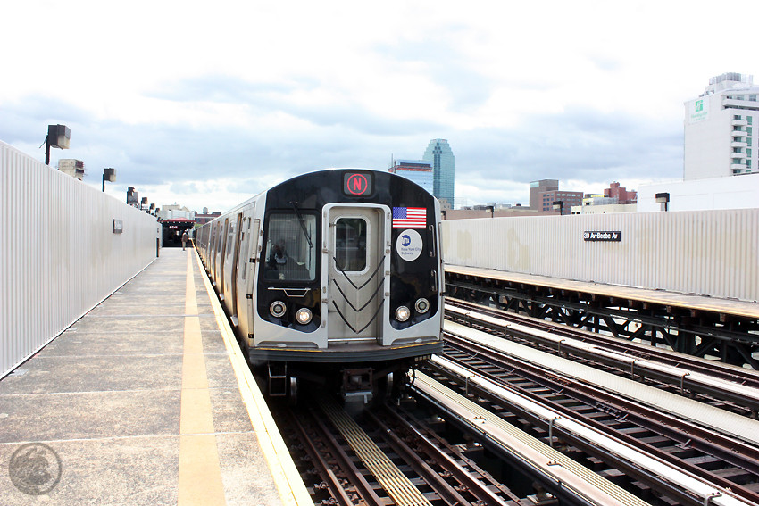 (199k, 850x567)<br><b>Country:</b> United States<br><b>City:</b> New York<br><b>System:</b> New York City Transit<br><b>Line:</b> BMT Astoria Line<br><b>Location:</b> 39th/Beebe Aves. <br><b>Route:</b> N<br><b>Car:</b> R-160A/R-160B Series (Number Unknown)  <br><b>Photo by:</b> Jon Lebowitz<br><b>Date:</b> 5/19/2010<br><b>Viewed (this week/total):</b> 0 / 1108
