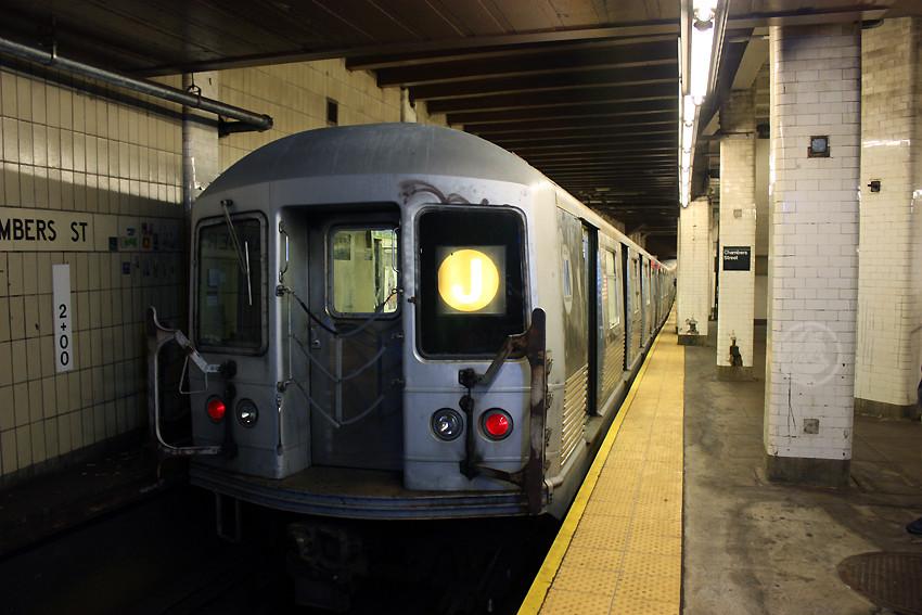 (172k, 850x567)<br><b>Country:</b> United States<br><b>City:</b> New York<br><b>System:</b> New York City Transit<br><b>Line:</b> BMT Nassau Street/Jamaica Line<br><b>Location:</b> Chambers Street <br><b>Route:</b> J<br><b>Car:</b> R-42 (St. Louis, 1969-1970)   <br><b>Photo by:</b> Jon Lebowitz<br><b>Date:</b> 9/26/2010<br><b>Viewed (this week/total):</b> 3 / 1558