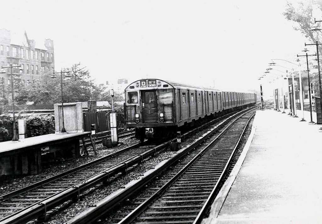 (197k, 1024x713)<br><b>Country:</b> United States<br><b>City:</b> New York<br><b>System:</b> New York City Transit<br><b>Line:</b> BMT Brighton Line<br><b>Location:</b> Kings Highway <br><b>Route:</b> D<br><b>Car:</b> R-32 (Budd, 1964)   <br><b>Collection of:</b> George Conrad Collection<br><b>Date:</b> 9/8/1969<br><b>Viewed (this week/total):</b> 0 / 1299