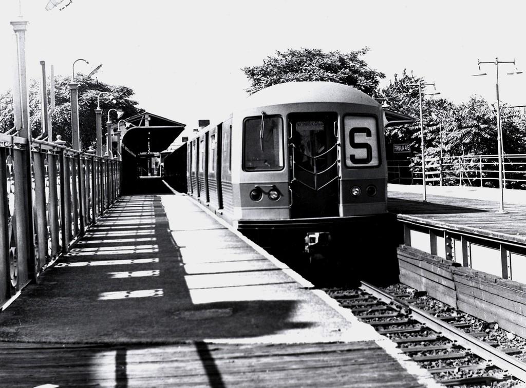 (218k, 1024x756)<br><b>Country:</b> United States<br><b>City:</b> New York<br><b>System:</b> New York City Transit<br><b>Line:</b> BMT Franklin<br><b>Location:</b> Franklin Avenue <br><b>Route:</b> Franklin Shuttle<br><b>Car:</b> R-42 (St. Louis, 1969-1970)   <br><b>Collection of:</b> George Conrad Collection<br><b>Date:</b> 6/28/1970<br><b>Viewed (this week/total):</b> 4 / 1604