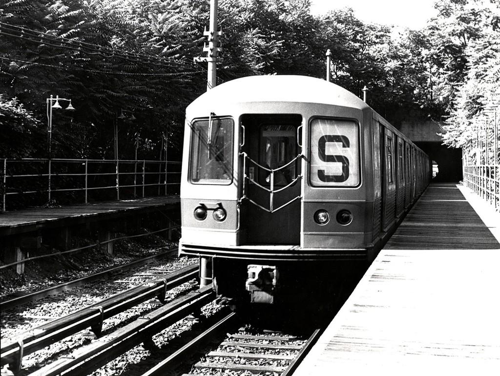 (278k, 1024x770)<br><b>Country:</b> United States<br><b>City:</b> New York<br><b>System:</b> New York City Transit<br><b>Line:</b> BMT Franklin<br><b>Location:</b> Botanic Garden <br><b>Route:</b> Franklin Shuttle<br><b>Car:</b> R-42 (St. Louis, 1969-1970)   <br><b>Collection of:</b> George Conrad Collection<br><b>Viewed (this week/total):</b> 2 / 1694