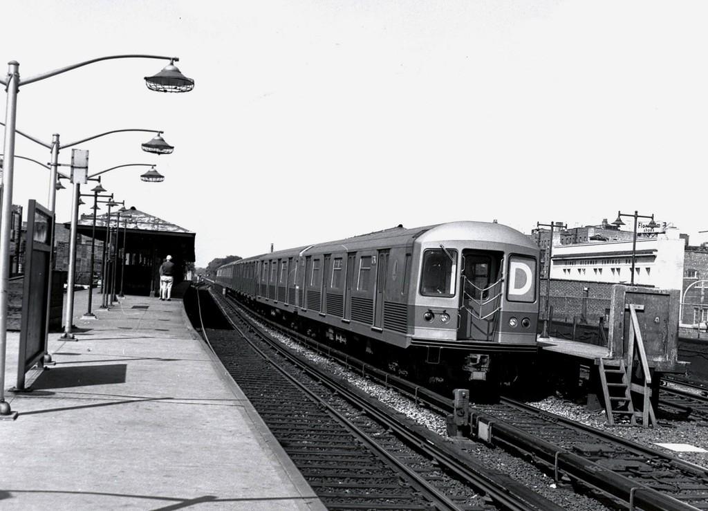 (168k, 1024x739)<br><b>Country:</b> United States<br><b>City:</b> New York<br><b>System:</b> New York City Transit<br><b>Line:</b> BMT Brighton Line<br><b>Location:</b> Kings Highway <br><b>Route:</b> D<br><b>Car:</b> R-42 (St. Louis, 1969-1970)   <br><b>Collection of:</b> George Conrad Collection<br><b>Date:</b> 9/11/1969<br><b>Viewed (this week/total):</b> 0 / 1266