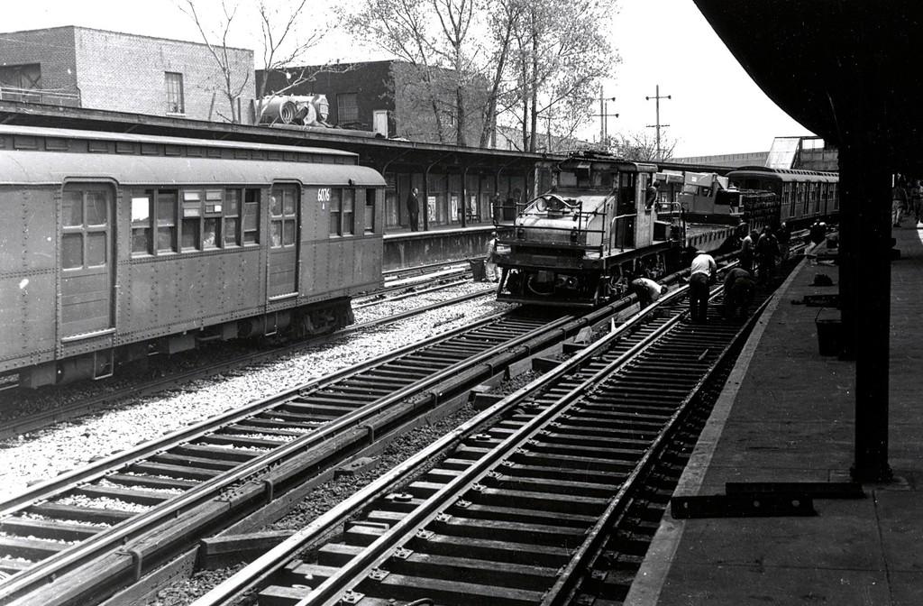 (241k, 1024x672)<br><b>Country:</b> United States<br><b>City:</b> New York<br><b>System:</b> New York City Transit<br><b>Line:</b> BMT Sea Beach Line<br><b>Location:</b> 8th Avenue <br><b>Car:</b> BMT D-Type Triplex 6076 <br><b>Collection of:</b> George Conrad Collection<br><b>Viewed (this week/total):</b> 0 / 1292