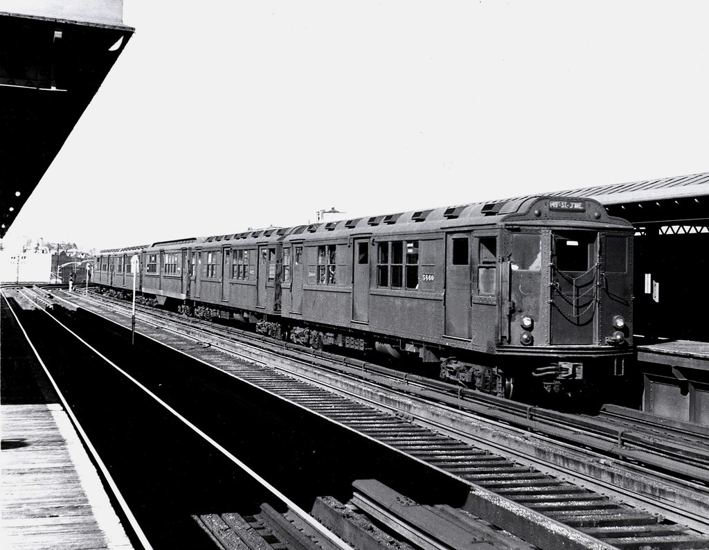 (189k, 1024x794)<br><b>Country:</b> United States<br><b>City:</b> New York<br><b>System:</b> New York City Transit<br><b>Line:</b> 3rd Avenue El<br><b>Location:</b> 210th Street <br><b>Car:</b> Low-V Worlds Fair 5660 <br><b>Collection of:</b> George Conrad Collection<br><b>Date:</b> 3/24/1962<br><b>Viewed (this week/total):</b> 1 / 3023