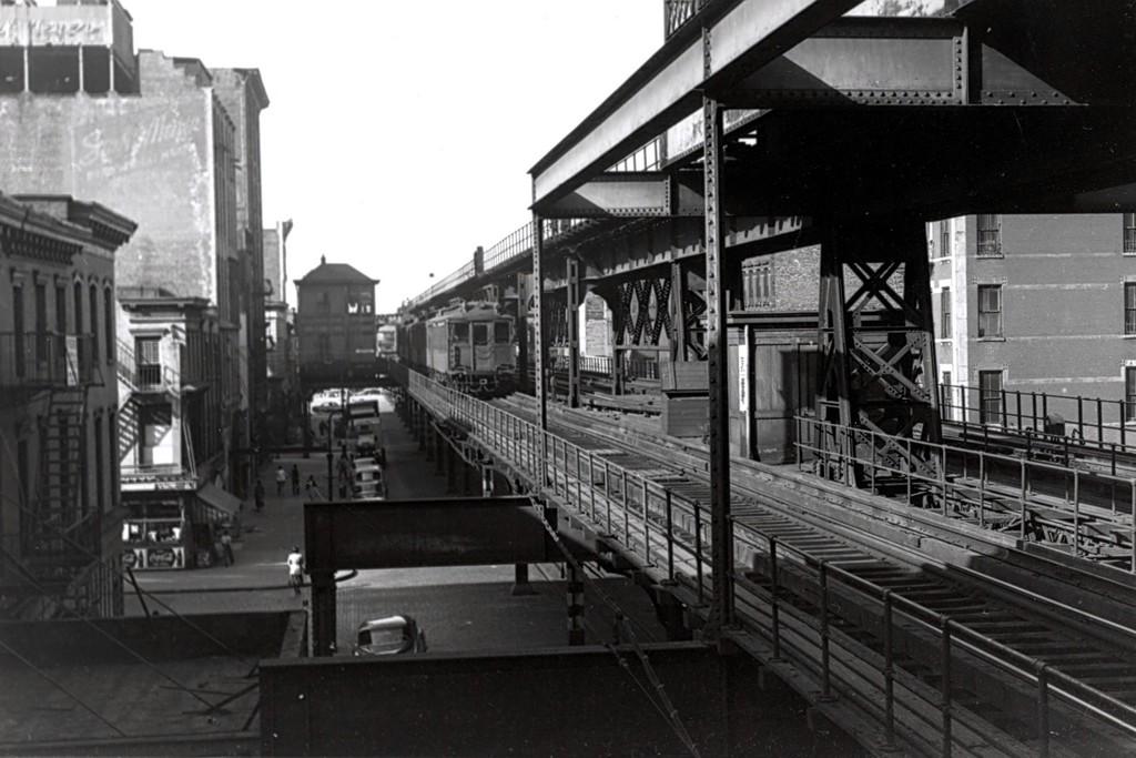 (163k, 1024x683)<br><b>Country:</b> United States<br><b>City:</b> New York<br><b>System:</b> New York City Transit<br><b>Line:</b> 3rd Avenue El<br><b>Car:</b> MUDC  <br><b>Collection of:</b> George Conrad Collection<br><b>Viewed (this week/total):</b> 0 / 2764