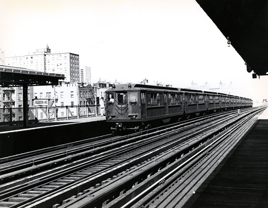 (212k, 1024x797)<br><b>Country:</b> United States<br><b>City:</b> New York<br><b>System:</b> New York City Transit<br><b>Line:</b> IRT White Plains Road Line<br><b>Location:</b> Allerton Avenue <br><b>Car:</b> Low-V  <br><b>Collection of:</b> George Conrad Collection<br><b>Date:</b> 10/19/1962<br><b>Viewed (this week/total):</b> 11 / 2476