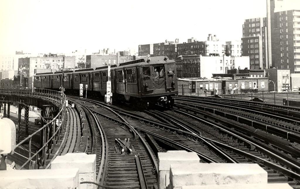 (183k, 1024x647)<br><b>Country:</b> United States<br><b>City:</b> New York<br><b>System:</b> New York City Transit<br><b>Line:</b> IRT Woodlawn Line<br><b>Location:</b> Bedford Park Boulevard <br><b>Route:</b> Fan Trip<br><b>Car:</b> Low-V (Museum Train)  <br><b>Collection of:</b> George Conrad Collection<br><b>Date:</b> 4/6/1968<br><b>Viewed (this week/total):</b> 2 / 3674