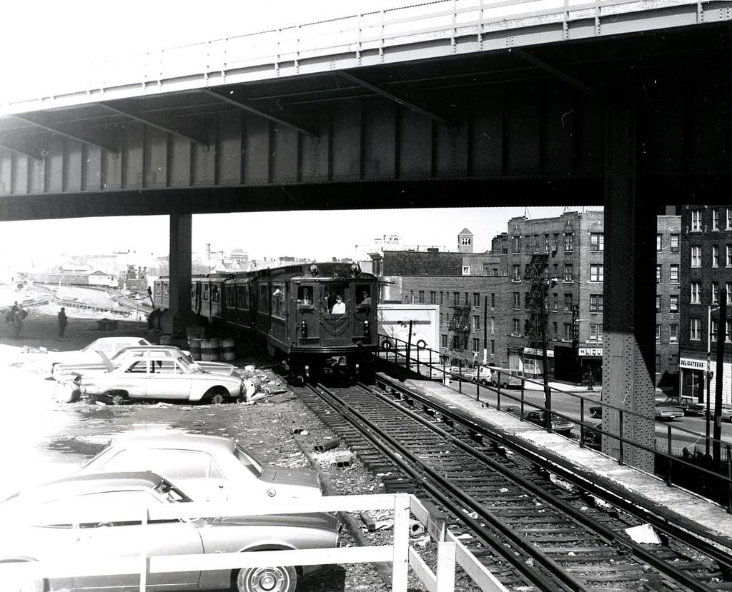 (245k, 1024x829)<br><b>Country:</b> United States<br><b>City:</b> New York<br><b>System:</b> New York City Transit<br><b>Line:</b> IRT White Plains Road Line<br><b>Location:</b> East 180th Street <br><b>Route:</b> Fan Trip<br><b>Car:</b> Low-V (Museum Train)  <br><b>Collection of:</b> George Conrad Collection<br><b>Date:</b> 4/25/1970<br><b>Viewed (this week/total):</b> 3 / 3194