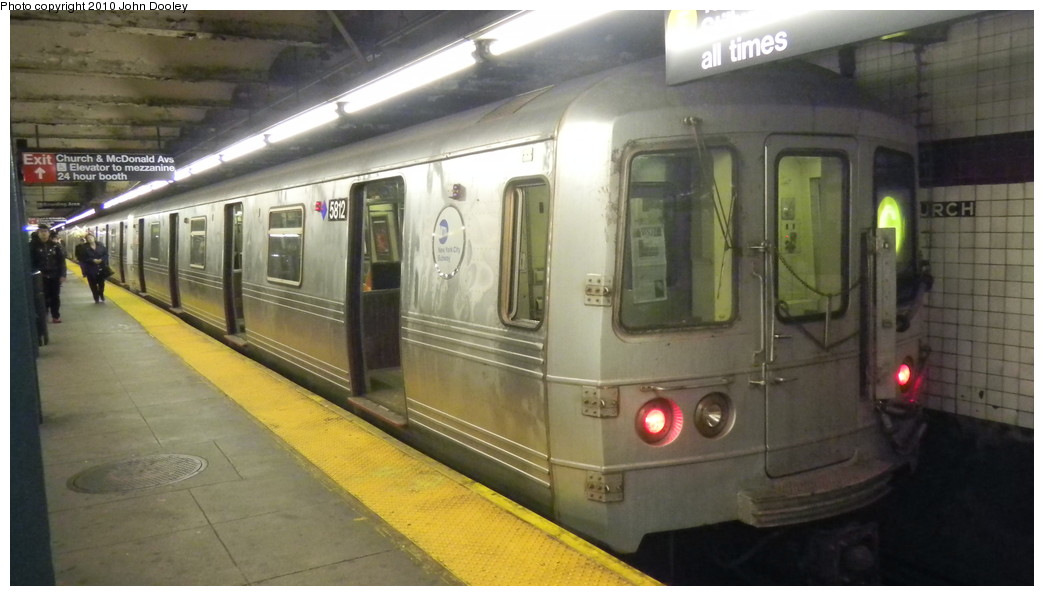 (197k, 1044x596)<br><b>Country:</b> United States<br><b>City:</b> New York<br><b>System:</b> New York City Transit<br><b>Line:</b> IND Crosstown Line<br><b>Location:</b> Church Avenue <br><b>Route:</b> G<br><b>Car:</b> R-46 (Pullman-Standard, 1974-75) 5812 <br><b>Photo by:</b> John Dooley<br><b>Date:</b> 11/2/2010<br><b>Viewed (this week/total):</b> 3 / 935