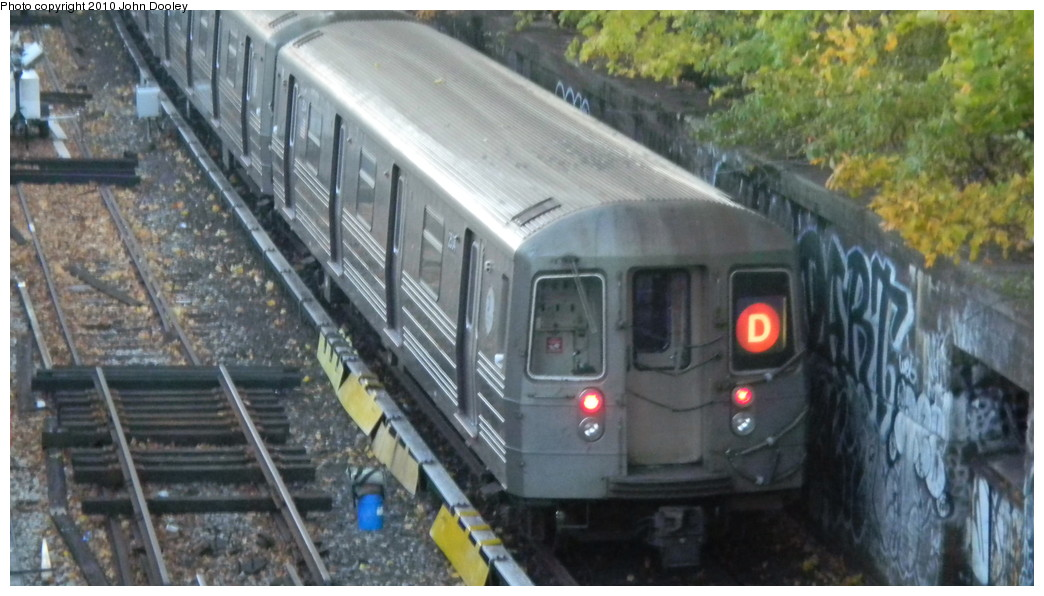 (222k, 1044x596)<br><b>Country:</b> United States<br><b>City:</b> New York<br><b>System:</b> New York City Transit<br><b>Line:</b> BMT Sea Beach Line<br><b>Location:</b> Fort Hamilton Parkway <br><b>Route:</b> D reroute<br><b>Car:</b> R-68 (Westinghouse-Amrail, 1986-1988)  2534 <br><b>Photo by:</b> John Dooley<br><b>Date:</b> 11/8/2010<br><b>Viewed (this week/total):</b> 3 / 994