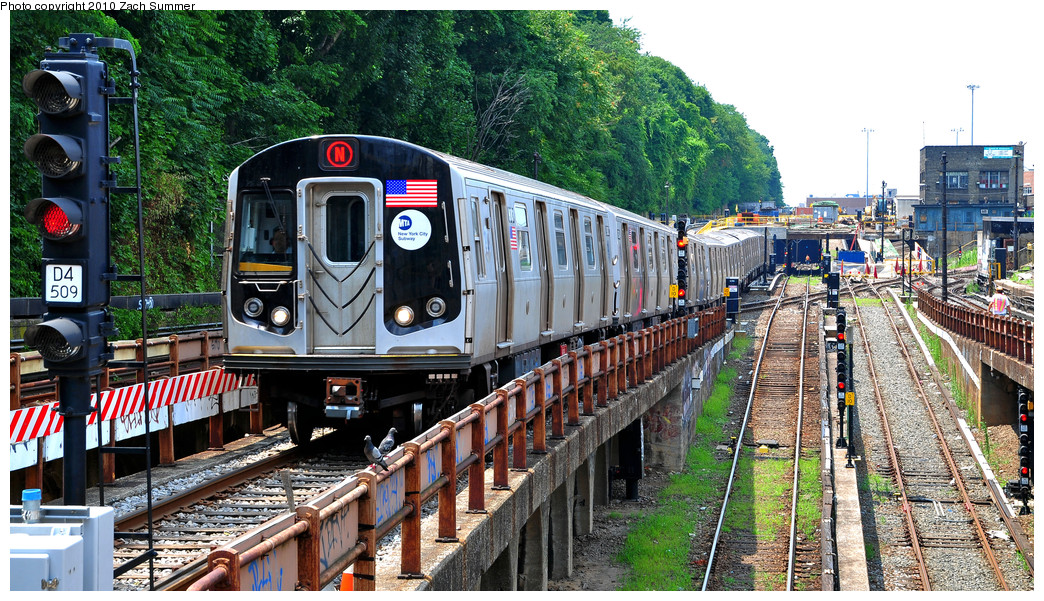 (367k, 1044x601)<br><b>Country:</b> United States<br><b>City:</b> New York<br><b>System:</b> New York City Transit<br><b>Line:</b> BMT West End Line<br><b>Location:</b> 9th Avenue <br><b>Route:</b> N Re-route<br><b>Car:</b> R-160B (Option 1) (Kawasaki, 2008-2009)  9003 <br><b>Photo by:</b> Zach Summer<br><b>Date:</b> 7/6/2010<br><b>Viewed (this week/total):</b> 0 / 1600