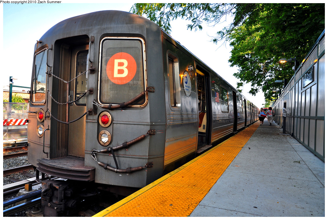 (351k, 1044x700)<br><b>Country:</b> United States<br><b>City:</b> New York<br><b>System:</b> New York City Transit<br><b>Line:</b> BMT Brighton Line<br><b>Location:</b> Neck Road <br><b>Route:</b> B<br><b>Car:</b> R-68A (Kawasaki, 1988-1989)  5044 <br><b>Photo by:</b> Zach Summer<br><b>Date:</b> 7/6/2010<br><b>Viewed (this week/total):</b> 1 / 1269