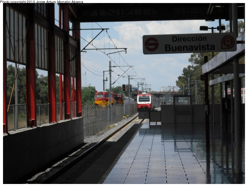 (113k, 820x620)<br><b>Country:</b> Mexico<br><b>City:</b> Mexico City<br><b>System:</b> Ferrocarril Suburbano de la Zona Metropolitana de México (Suburban Railway)<br><b>Location:</b> Lecheria <br><b>Photo by:</b> Jorge Arturo Monzón Abarca<br><b>Date:</b> 9/11/2010<br><b>Viewed (this week/total):</b> 1 / 335