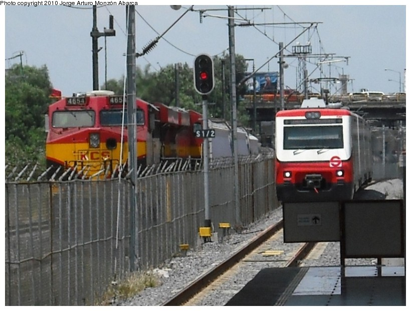 (132k, 820x620)<br><b>Country:</b> Mexico<br><b>City:</b> Mexico City<br><b>System:</b> Ferrocarril Suburbano de la Zona Metropolitana de México (Suburban Railway)<br><b>Location:</b> Lecheria <br><b>Photo by:</b> Jorge Arturo Monzón Abarca<br><b>Date:</b> 9/11/2010<br><b>Viewed (this week/total):</b> 0 / 462