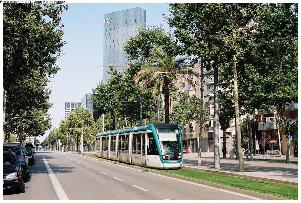 (323k, 1044x705)<br><b>Country:</b> Spain<br><b>City:</b> Barcelona<br><b>System:</b> Trambesòs<br><b>Location:</b> Between Ca l'Aranyó and Pere IV (T4) <br><b>Car:</b> Citadis Low-Floor Type 302 (Alstom)  03 <br><b>Photo by:</b> Jean-Pierre Vergez<br><b>Date:</b> 8/1/2010<br><b>Viewed (this week/total):</b> 0 / 377