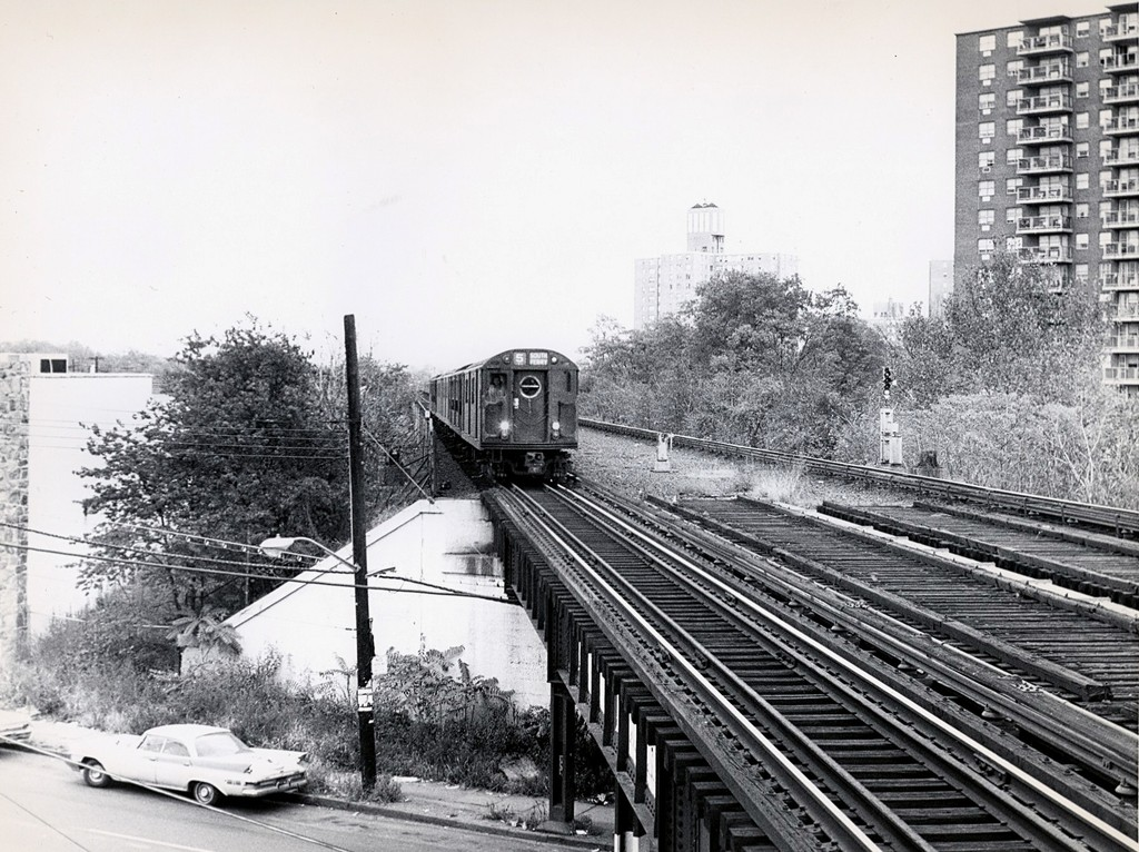 (252k, 1024x766)<br><b>Country:</b> United States<br><b>City:</b> New York<br><b>System:</b> New York City Transit<br><b>Line:</b> IRT Dyre Ave. Line<br><b>Location:</b> Baychester Avenue <br><b>Route:</b> 5<br><b>Car:</b> R-17 (St. Louis, 1955-56)  <br><b>Collection of:</b> George Conrad Collection<br><b>Date:</b> 11/1/1969<br><b>Viewed (this week/total):</b> 0 / 3331