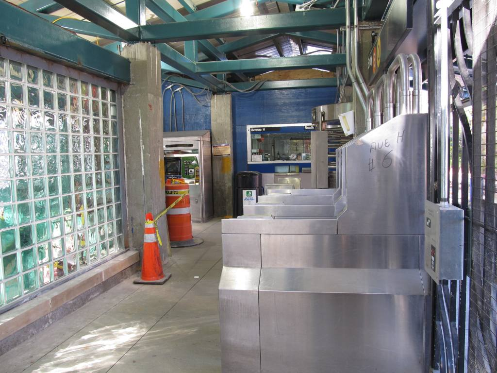 (133k, 1024x768)<br><b>Country:</b> United States<br><b>City:</b> New York<br><b>System:</b> New York City Transit<br><b>Line:</b> BMT Brighton Line<br><b>Location:</b> Avenue H <br><b>Photo by:</b> Robbie Rosenfeld<br><b>Date:</b> 11/9/2010<br><b>Notes:</b> New entrance<br><b>Viewed (this week/total):</b> 1 / 1075