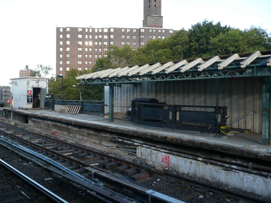 (123k, 1024x768)<br><b>Country:</b> United States<br><b>City:</b> New York<br><b>System:</b> New York City Transit<br><b>Line:</b> IRT West Side Line<br><b>Location:</b> Dyckman Street <br><b>Photo by:</b> Robbie Rosenfeld<br><b>Date:</b> 10/21/2010<br><b>Notes:</b> Station renovation.<br><b>Viewed (this week/total):</b> 3 / 1060