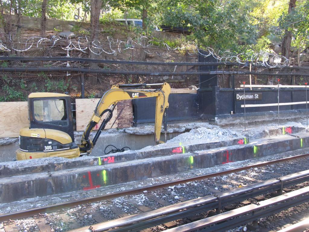 (190k, 1024x768)<br><b>Country:</b> United States<br><b>City:</b> New York<br><b>System:</b> New York City Transit<br><b>Line:</b> IRT West Side Line<br><b>Location:</b> Dyckman Street <br><b>Photo by:</b> Robbie Rosenfeld<br><b>Date:</b> 11/9/2010<br><b>Notes:</b> Station renovation.<br><b>Viewed (this week/total):</b> 1 / 1280