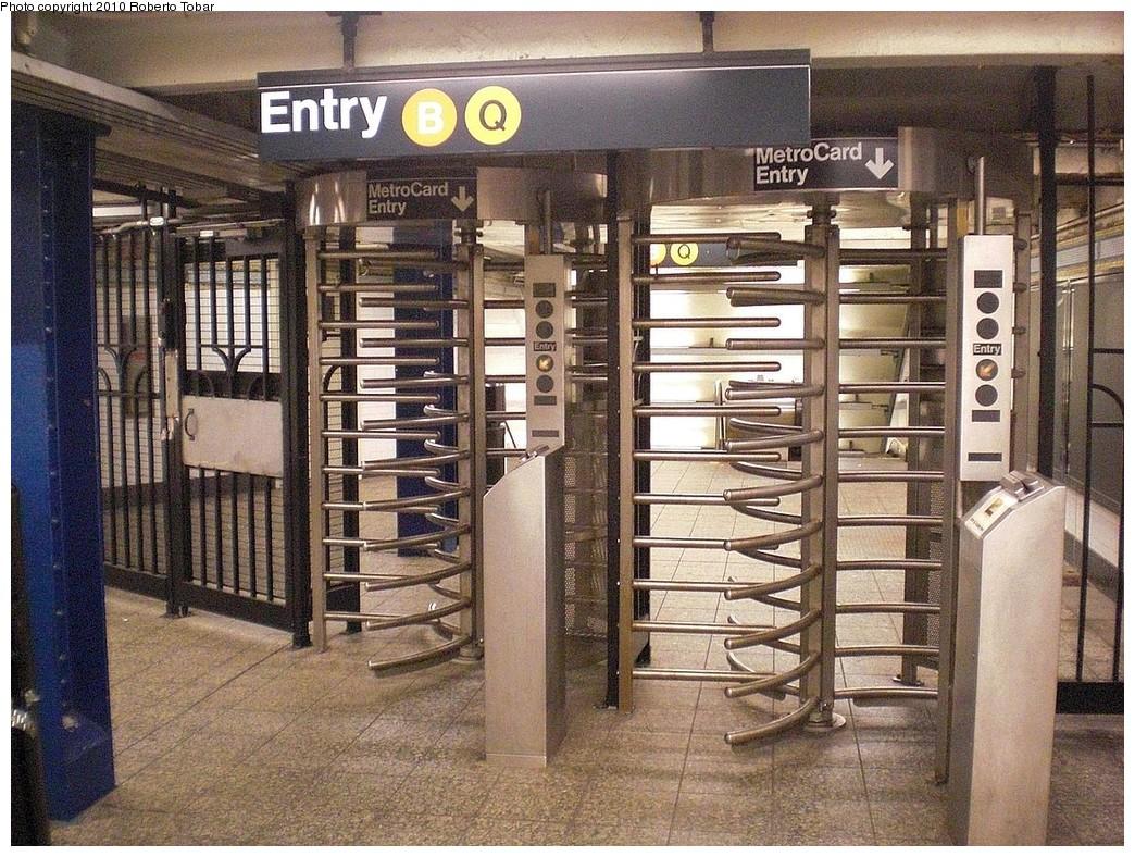 (345k, 1044x788)<br><b>Country:</b> United States<br><b>City:</b> New York<br><b>System:</b> New York City Transit<br><b>Line:</b> BMT Brighton Line<br><b>Location:</b> Atlantic Avenue <br><b>Photo by:</b> Roberto C. Tobar<br><b>Date:</b> 5/8/2010<br><b>Notes:</b> High turnstile entrance to Brighton line.<br><b>Viewed (this week/total):</b> 1 / 967