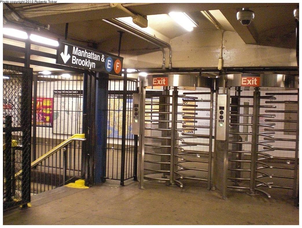 (346k, 1044x788)<br><b>Country:</b> United States<br><b>City:</b> New York<br><b>System:</b> New York City Transit<br><b>Line:</b> IND Queens Boulevard Line<br><b>Location:</b> Union Turnpike/Kew Gardens <br><b>Photo by:</b> Roberto C. Tobar<br><b>Date:</b> 8/28/2010<br><b>Notes:</b> High entry/exit turnstiles in mezzanine.<br><b>Viewed (this week/total):</b> 0 / 1067