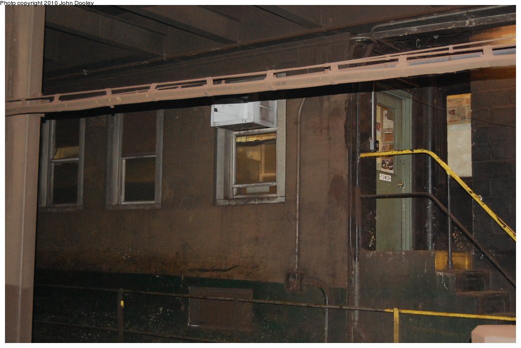 (222k, 1044x699)<br><b>Country:</b> United States<br><b>City:</b> New York<br><b>System:</b> New York City Transit<br><b>Line:</b> IND 6th Avenue Line<br><b>Location:</b> 34th Street/Herald Square <br><b>Photo by:</b> John Dooley<br><b>Date:</b> 11/28/2010<br><b>Notes:</b> Tower.<br><b>Viewed (this week/total):</b> 3 / 1621