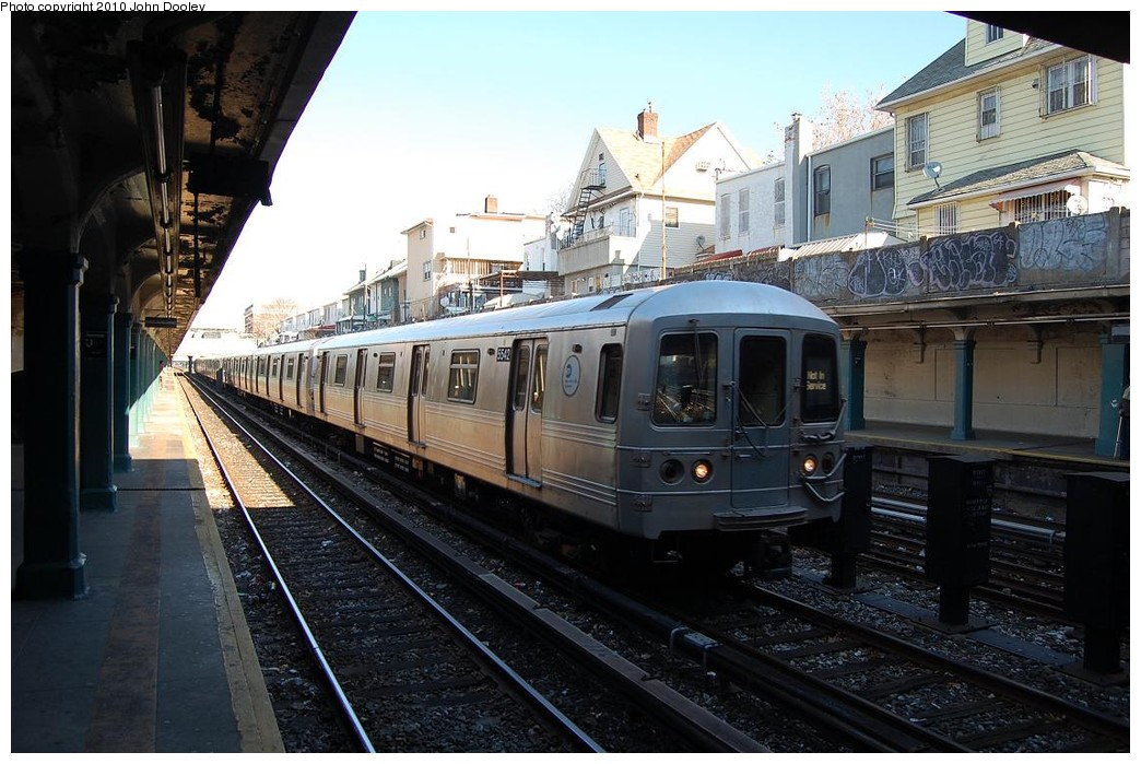 (232k, 1044x699)<br><b>Country:</b> United States<br><b>City:</b> New York<br><b>System:</b> New York City Transit<br><b>Line:</b> BMT Sea Beach Line<br><b>Location:</b> Avenue U <br><b>Route:</b> R layup<br><b>Car:</b> R-46 (Pullman-Standard, 1974-75) 5542 <br><b>Photo by:</b> John Dooley<br><b>Date:</b> 11/29/2010<br><b>Viewed (this week/total):</b> 0 / 1313