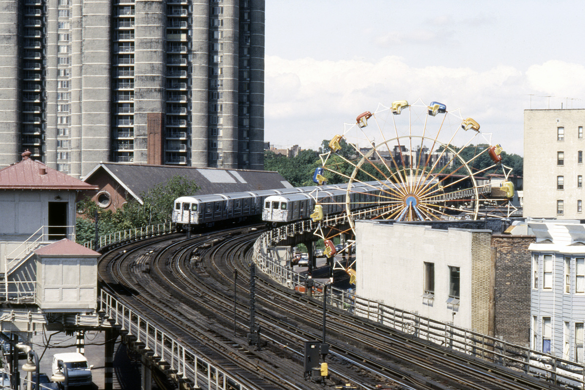 (332k, 1024x689)<br><b>Country:</b> United States<br><b>City:</b> New York<br><b>System:</b> New York City Transit<br><b>Line:</b> IRT Woodlawn Line<br><b>Location:</b> Bedford Park Boulevard <br><b>Route:</b> 4<br><b>Car:</b> R-62 (Kawasaki, 1983-1985)   <br><b>Collection of:</b> Collection of nycsubway.org <br><b>Notes:</b> 1980s<br><b>Viewed (this week/total):</b> 6 / 3443