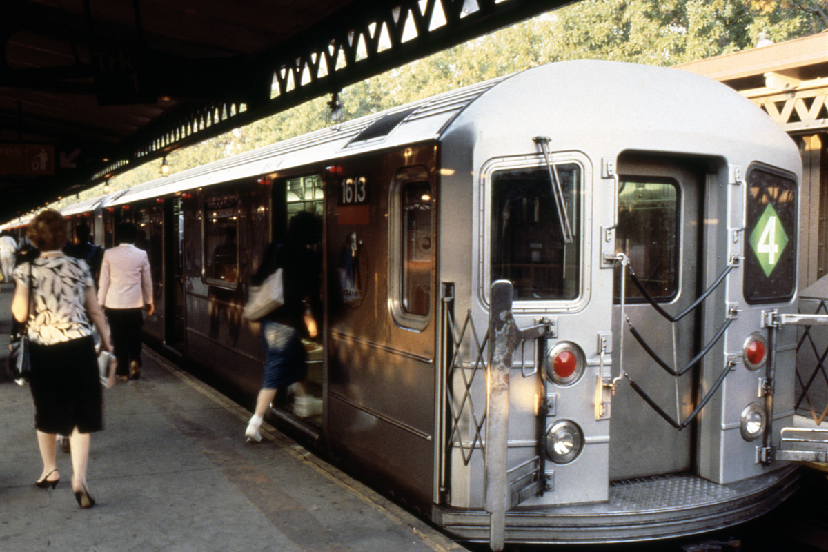 (351k, 1024x683)<br><b>Country:</b> United States<br><b>City:</b> New York<br><b>System:</b> New York City Transit<br><b>Line:</b> IRT Woodlawn Line<br><b>Location:</b> Woodlawn <br><b>Route:</b> 4<br><b>Car:</b> R-62 (Kawasaki, 1983-1985)  1613 <br><b>Collection of:</b> Collection of nycsubway.org <br><b>Notes:</b> 1980s<br><b>Viewed (this week/total):</b> 0 / 4016