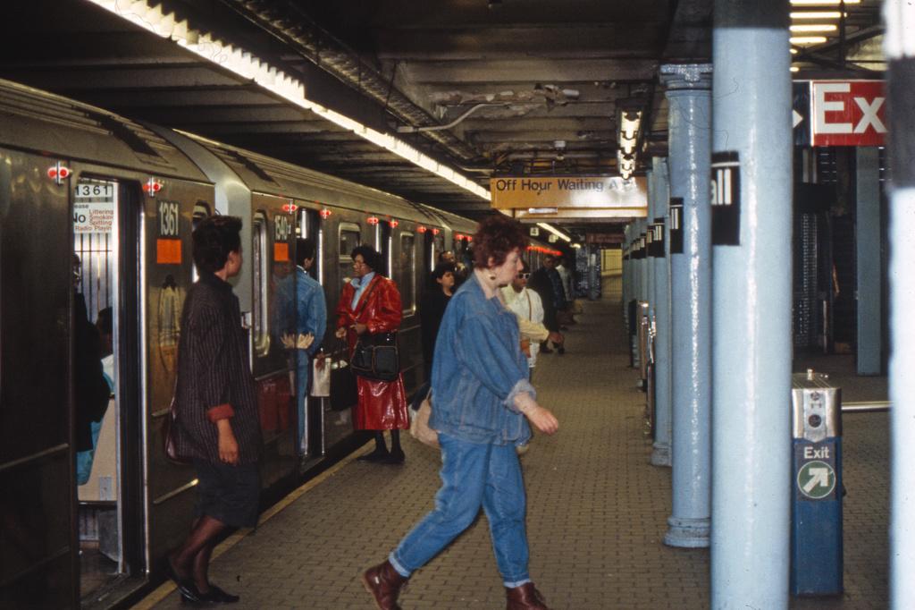 (359k, 1024x682)<br><b>Country:</b> United States<br><b>City:</b> New York<br><b>System:</b> New York City Transit<br><b>Line:</b> IRT East Side Line<br><b>Location:</b> Wall Street <br><b>Collection of:</b> Collection of nycsubway.org <br><b>Notes:</b> 1980s<br><b>Viewed (this week/total):</b> 0 / 2474