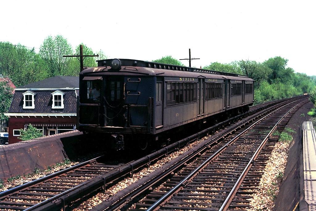 (234k, 1024x685)<br><b>Country:</b> United States<br><b>City:</b> New York<br><b>System:</b> New York City Transit<br><b>Line:</b> SIRT<br><b>Location:</b> Pleasant Plains <br><b>Car:</b> SIRT ME-1 (Motor) 359 <br><b>Collection of:</b> George Conrad Collection<br><b>Date:</b> 5/11/1970<br><b>Viewed (this week/total):</b> 0 / 1759