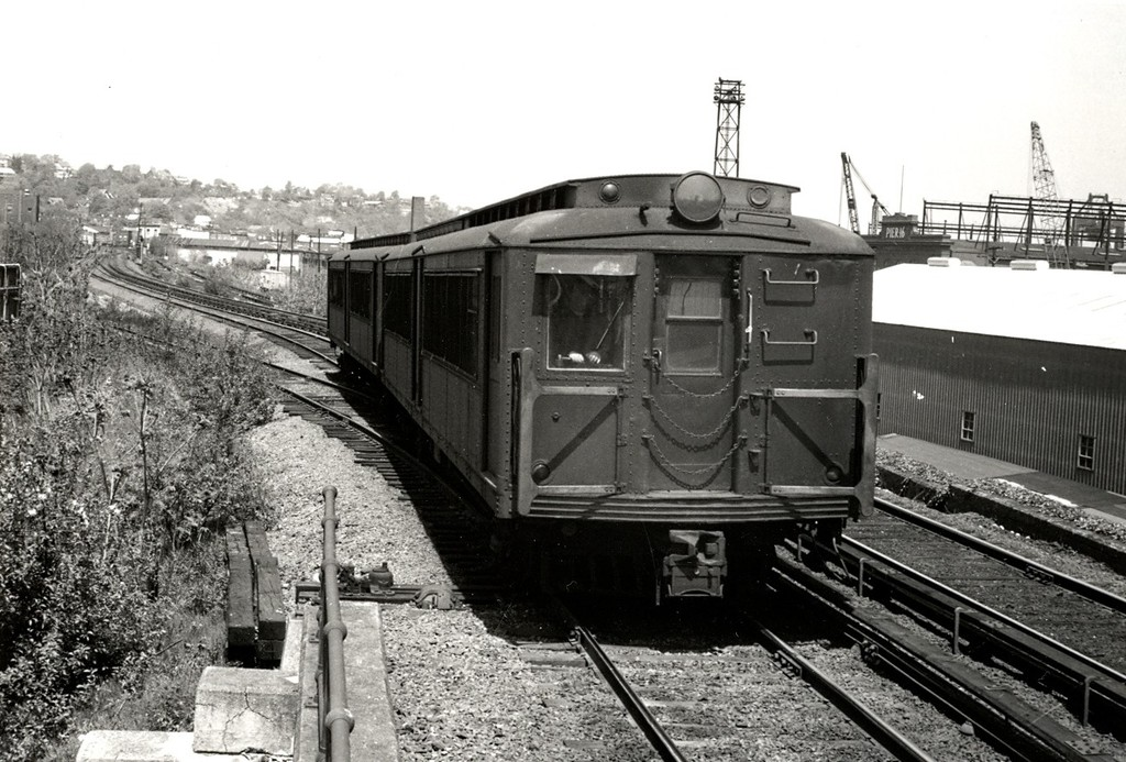 (214k, 1024x693)<br><b>Country:</b> United States<br><b>City:</b> New York<br><b>System:</b> New York City Transit<br><b>Line:</b> SIRT<br><b>Location:</b> Clifton <br><b>Car:</b> SIRT ME-1 (Motor)  <br><b>Collection of:</b> George Conrad Collection<br><b>Viewed (this week/total):</b> 0 / 2079
