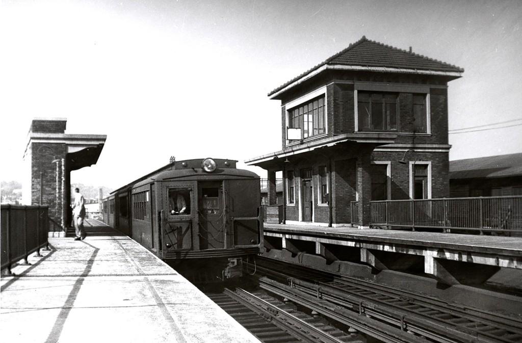 (157k, 1024x673)<br><b>Country:</b> United States<br><b>City:</b> New York<br><b>System:</b> New York City Transit<br><b>Line:</b> SIRT<br><b>Location:</b> Clifton <br><b>Car:</b> SIRT ME-1 (Motor)  <br><b>Collection of:</b> George Conrad Collection<br><b>Date:</b> 10/3/1958<br><b>Viewed (this week/total):</b> 0 / 2379