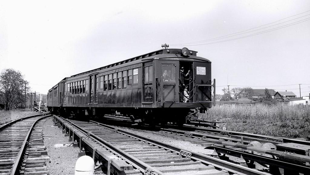 (167k, 1024x579)<br><b>Country:</b> United States<br><b>City:</b> New York<br><b>System:</b> New York City Transit<br><b>Line:</b> SIRT South Beach Line<br><b>Location:</b> Wentworth Avenue <br><b>Route:</b> Fan Trip<br><b>Car:</b> SIRT ME-1 (Motor)  <br><b>Collection of:</b> George Conrad Collection<br><b>Notes:</b> Between South Beach & Wentworth Ave circa 1947<br><b>Viewed (this week/total):</b> 3 / 2228