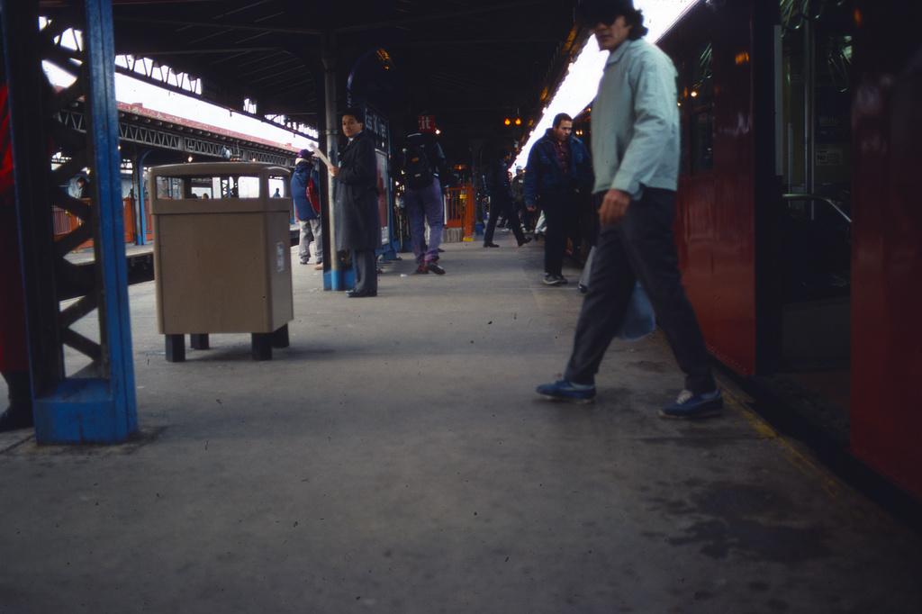 (204k, 1024x690)<br><b>Country:</b> United States<br><b>City:</b> New York<br><b>System:</b> New York City Transit<br><b>Line:</b> IRT White Plains Road Line<br><b>Location:</b> East 180th Street <br><b>Collection of:</b> Collection of nycsubway.org <br><b>Notes:</b> 1980s<br><b>Viewed (this week/total):</b> 0 / 1436