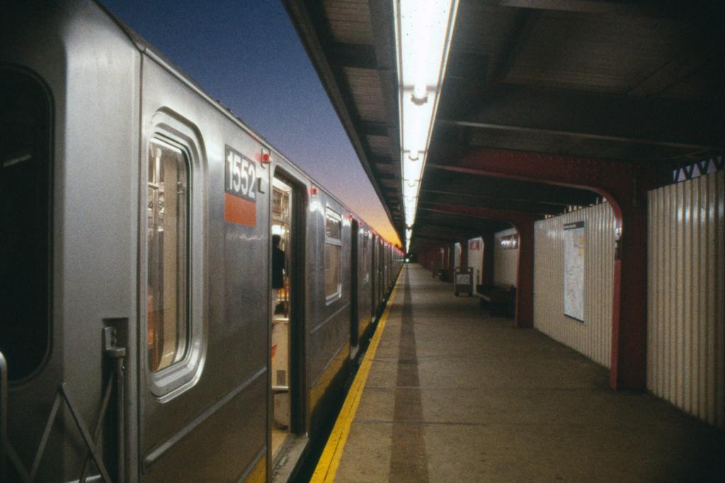 (188k, 1024x683)<br><b>Country:</b> United States<br><b>City:</b> New York<br><b>System:</b> New York City Transit<br><b>Line:</b> IRT Brooklyn Line<br><b>Location:</b> Pennsylvania Avenue <br><b>Route:</b> 3<br><b>Car:</b> R-62 (Kawasaki, 1983-1985)  1552 <br><b>Collection of:</b> Collection of nycsubway.org <br><b>Notes:</b> 1980s<br><b>Viewed (this week/total):</b> 1 / 2162