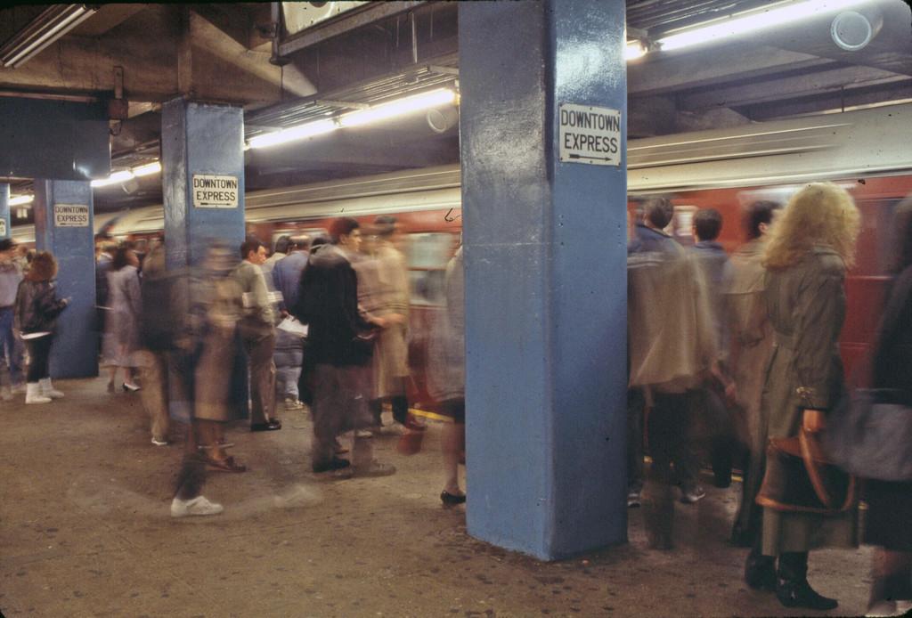 (217k, 1024x694)<br><b>Country:</b> United States<br><b>City:</b> New York<br><b>System:</b> New York City Transit<br><b>Line:</b> IRT East Side Line<br><b>Location:</b> Grand Central <br><b>Collection of:</b> Collection of nycsubway.org <br><b>Notes:</b> 1980s<br><b>Viewed (this week/total):</b> 0 / 2058