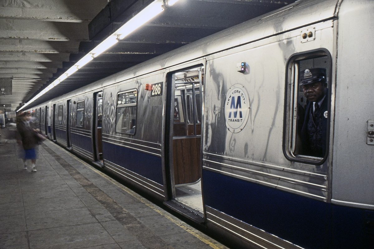 (232k, 1024x687)<br><b>Country:</b> United States<br><b>City:</b> New York<br><b>System:</b> New York City Transit<br><b>Line:</b> IND 8th Avenue Line<br><b>Location:</b> 207th Street <br><b>Route:</b> A<br><b>Car:</b> R-44 (St. Louis, 1971-73) 286 <br><b>Collection of:</b> Collection of nycsubway.org <br><b>Notes:</b> 1980s<br><b>Viewed (this week/total):</b> 1 / 2368