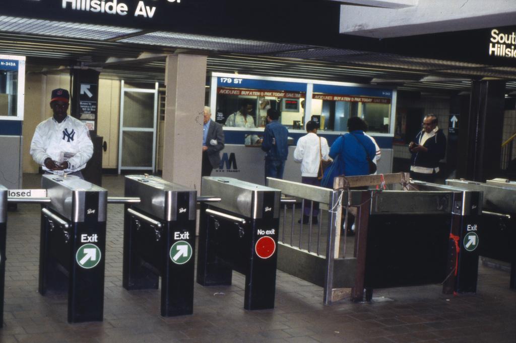 (158k, 1024x675)<br><b>Country:</b> United States<br><b>City:</b> New York<br><b>System:</b> New York City Transit<br><b>Line:</b> IND Queens Boulevard Line<br><b>Location:</b> 179th Street <br><b>Collection of:</b> Collection of nycsubway.org <br><b>Notes:</b> 1980s<br><b>Viewed (this week/total):</b> 2 / 1707