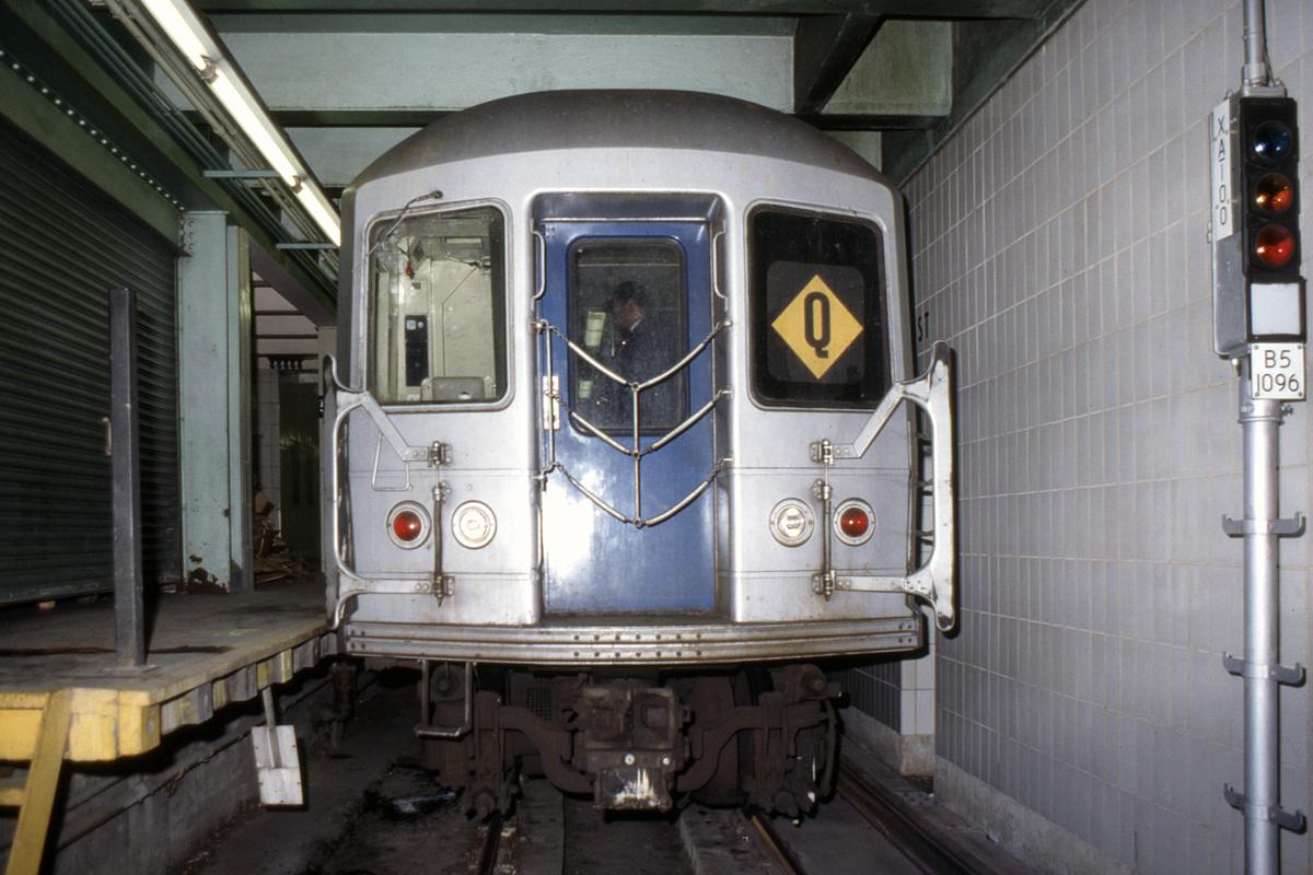 (347k, 1024x683)<br><b>Country:</b> United States<br><b>City:</b> New York<br><b>System:</b> New York City Transit<br><b>Line:</b> IND 6th Avenue Line<br><b>Location:</b> 57th Street <br><b>Route:</b> Q<br><b>Car:</b> R-42 (St. Louis, 1969-1970)   <br><b>Collection of:</b> Collection of nycsubway.org <br><b>Notes:</b> 1980s<br><b>Viewed (this week/total):</b> 5 / 5076