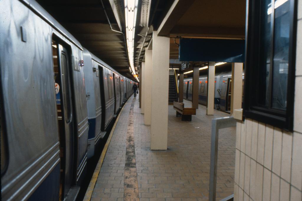 (220k, 1024x690)<br><b>Country:</b> United States<br><b>City:</b> New York<br><b>System:</b> New York City Transit<br><b>Line:</b> IND Queens Boulevard Line<br><b>Location:</b> 179th Street <br><b>Collection of:</b> Collection of nycsubway.org <br><b>Notes:</b> 1980s<br><b>Viewed (this week/total):</b> 2 / 1779
