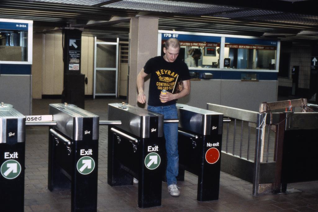 (279k, 1024x686)<br><b>Country:</b> United States<br><b>City:</b> New York<br><b>System:</b> New York City Transit<br><b>Line:</b> IND Queens Boulevard Line<br><b>Location:</b> 179th Street <br><b>Collection of:</b> Collection of nycsubway.org <br><b>Notes:</b> 1980s<br><b>Viewed (this week/total):</b> 1 / 2568