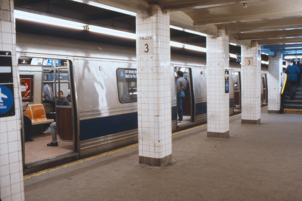 (315k, 1024x683)<br><b>Country:</b> United States<br><b>City:</b> New York<br><b>System:</b> New York City Transit<br><b>Line:</b> IND 8th Avenue Line<br><b>Location:</b> Jay St./Metrotech (Borough Hall) <br><b>Collection of:</b> Collection of nycsubway.org <br><b>Notes:</b> 1980s<br><b>Viewed (this week/total):</b> 4 / 2141