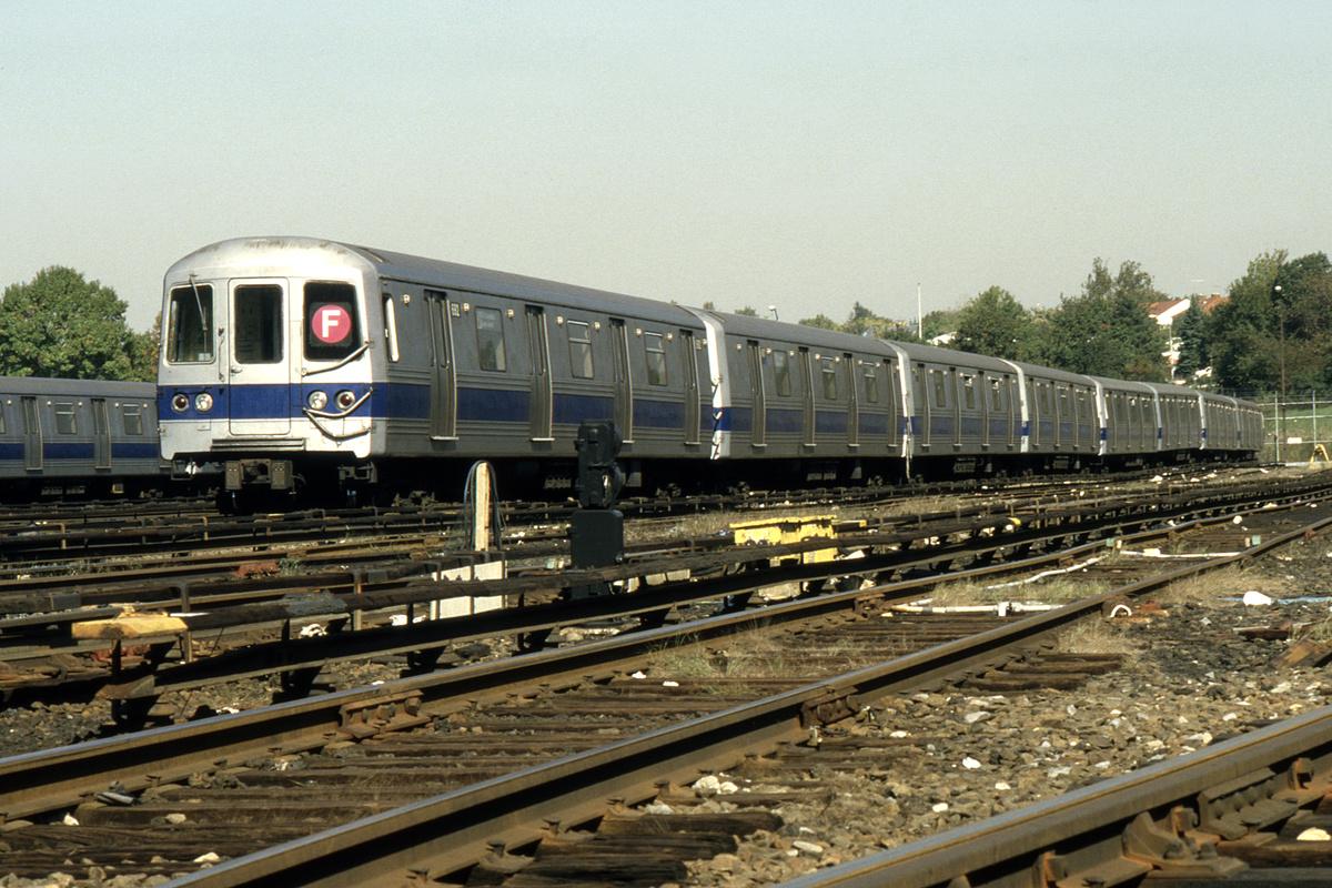 (282k, 1024x686)<br><b>Country:</b> United States<br><b>City:</b> New York<br><b>System:</b> New York City Transit<br><b>Location:</b> Jamaica Yard/Shops<br><b>Car:</b> R-46 (Pullman-Standard, 1974-75) 692 <br><b>Collection of:</b> Collection of nycsubway.org <br><b>Notes:</b> 1980s<br><b>Viewed (this week/total):</b> 6 / 1478