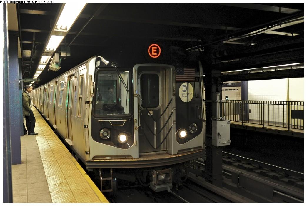 (179k, 1044x701)<br><b>Country:</b> United States<br><b>City:</b> New York<br><b>System:</b> New York City Transit<br><b>Line:</b> IND Queens Boulevard Line<br><b>Location:</b> Queens Plaza <br><b>Route:</b> E<br><b>Car:</b> R-160A (Option 1) (Alstom, 2008-2009, 5 car sets)  9533 <br><b>Photo by:</b> Richard Panse<br><b>Date:</b> 12/5/2010<br><b>Viewed (this week/total):</b> 0 / 936