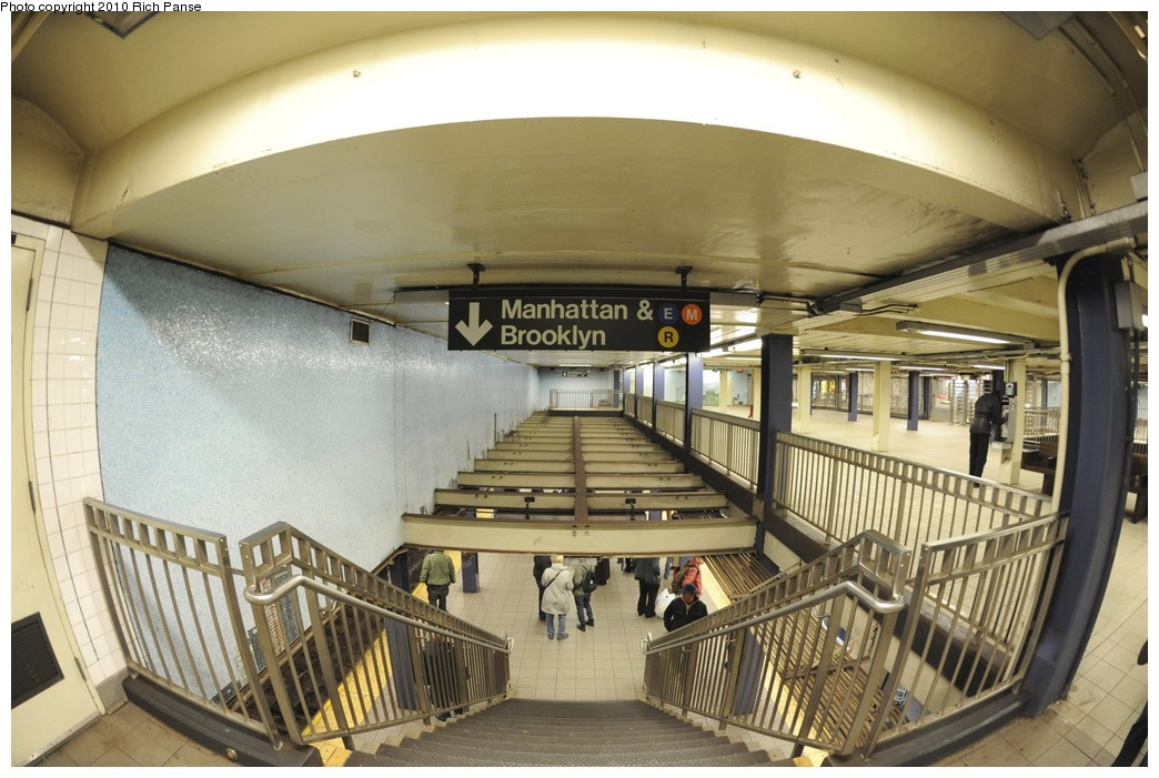 (187k, 1044x701)<br><b>Country:</b> United States<br><b>City:</b> New York<br><b>System:</b> New York City Transit<br><b>Line:</b> IND Queens Boulevard Line<br><b>Location:</b> Queens Plaza <br><b>Photo by:</b> Richard Panse<br><b>Date:</b> 12/5/2010<br><b>Notes:</b> Mezzanine.<br><b>Viewed (this week/total):</b> 1 / 822