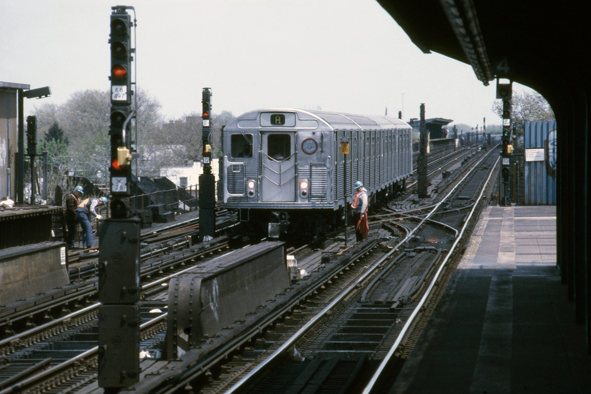 (482k, 1024x682)<br><b>Country:</b> United States<br><b>City:</b> New York<br><b>System:</b> New York City Transit<br><b>Line:</b> IND Fulton Street Line<br><b>Location:</b> 80th Street/Hudson Street <br><b>Car:</b> R-32 (Budd, 1964)   <br><b>Collection of:</b> Collection of nycsubway.org <br><b>Notes:</b> 1980s<br><b>Viewed (this week/total):</b> 0 / 2367